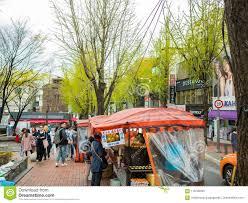 100 Dessa Dutch Seoul South Korea April 14 2018 People Buying Food At A Street