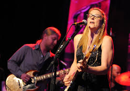 TEDESCHI TRUCKS BAND DISPLAYS STRONG CHEMISTRY - Highway 81 Revisited
