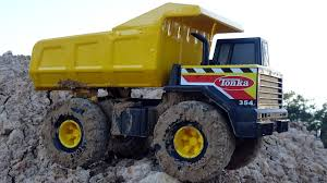 Tonka Dump Truck Toy In Giant Sandbox! Construction Vehicles Toys ...