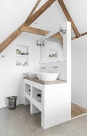 moderne wanddeko aus holz im rustikalen stil badezimmer
