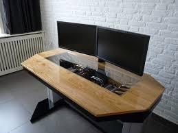 un ordinateur dans le bureau bureaux the office