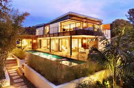 Green Roofed LEED Platinum Butterfly Beach Home Opens Up to the