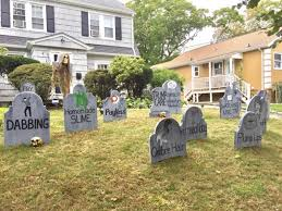 Funny Halloween Tombstones For Sale by Man Wins Halloween With Graveyard To Trends That U0027died U0027 In 2017