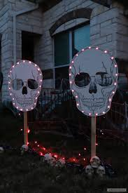 Halloween Yard Stake Lights by How To Make Diy Spooky Skull Yard Signs For Halloween