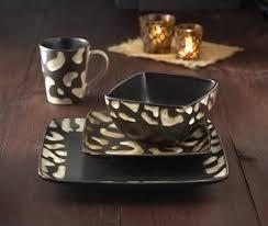 American Atelier Safari 16 Piece White Giraffe Dinnerware Set
