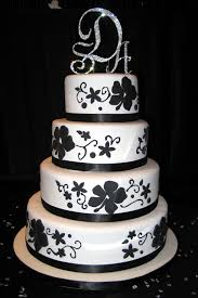 Nice Black and White Wedding Cake Idea