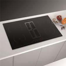 cuisiner avec l induction plaque de cuisson avec hotte intégrée marque airforce aspira centrale