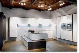 showroom cuisine ilot table de cuisson cuisines îlot design cuisine bois moderne