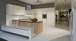 moderne grifflose u küche weiß mit eiche kombiniert