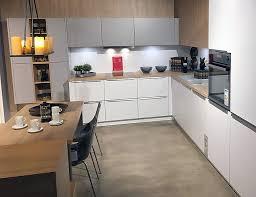schüller musterküche traumküche puristische küche in weiß
