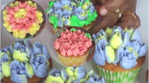 Cakes Decorated With Russian Tips by Easy How To Make Butter Cream Flowers 2 Using Russian Piping