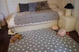 tapis chambre d enfant gris pour chambre d enfant dots canals tapis de bébé pas cher
