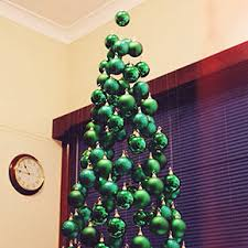 Saran Wrap Christmas Tree With Ornaments by 10 People Who Found A Brilliant Way To Save Their Christmas Trees