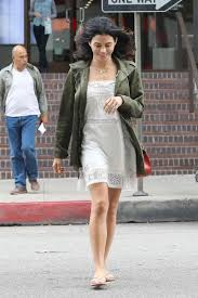 jenna dewan looks lovely in white lace and olive green the