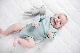 temperatur im kinderbett so kommt das baby nicht ins