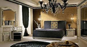 luxus schlafzimmer bett griechischer muster gold dekor