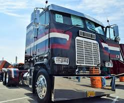 The 'Service & Sacrifice' 1988 Freightliner FLT86 Veterans Tribute ...