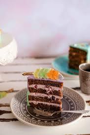 schokoladen törtchen mit traube prosecco und erdnuss nougat