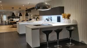 cuisine moderne en u cuisine moderne blanche et grise implantée en u