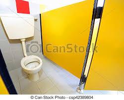 kleine toilette im badezimmer eines kindergartens für kinder