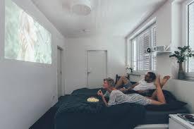 so verwandelt ihr euer schlafzimmer in ein heimkino