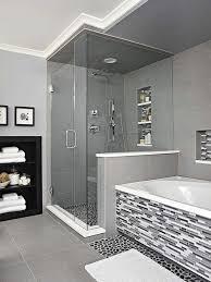 moderne badfliesen mosaik an der badewanne narutstein optik