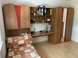 schlafzimmer set mit kleiderschrank schreibtisch bett matratze