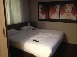 chambre ou la chambre ou les deux lits simples collés picture of