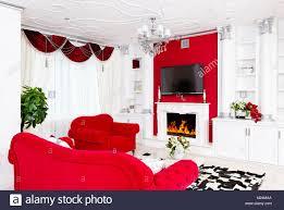 klassische rote wohnzimmer innenraum mit kamin und roten