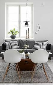 canapé déco deco nordique et tapis gris avec canapé gris et coussins de canapé