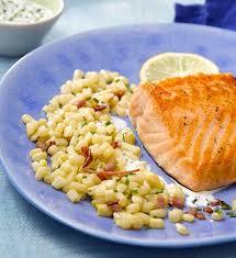 cuisiner pavé de saumon poele pavé de saumon au citron maïs poêlé bacon et crème légère