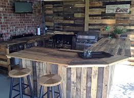Covered Patio Bar Ideas by Best 25 Wood Pallet Bar Ideas On Pinterest Outdoor Pallet Bar