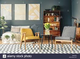 retro schlafzimmer innenraum mit poster über dem bett