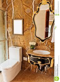 goldenes badezimmer stockfoto bild real vorrichtung