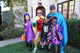 Halloween 3 Awesomeland Cast by Modern Family Guide Season 8 5