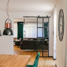 glastür mit metallrahmen im kubikhaus reno türen