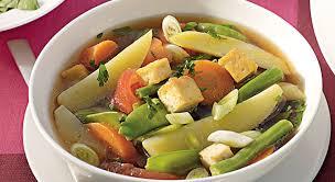 un bon pot au feu de légumes comme plat