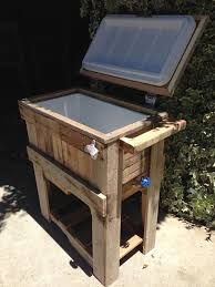DIY Rustic Outdoor Pallet Cooler