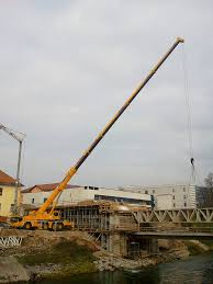 File:Truck-mounted Crane Building A Bridge.jpg - Wikimedia Commons