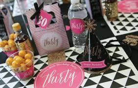 decoration pour anniversaire idées décoration de table pour anniversaire adulte