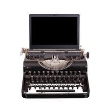 machine à écrire avec l écran moderne d ordinateur portable photo
