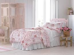 kommode shabby schlafzimmer einrichten und dekorieren rosa