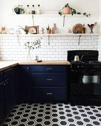 cuisine de caractere cuisine de caractère avec mobilier bleu foncé sol