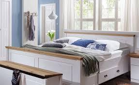mehr entspannung im schlafzimmer mit betten im landhausstil