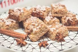 winterlicher blechkuchen mit apfelmus und haferflocken