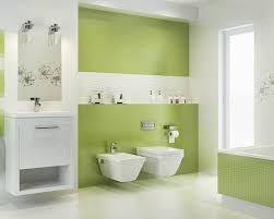 modernes weiß grünes bad mit einer badewanne ceramika paradyz