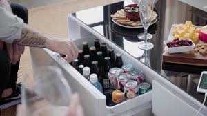 hightech couchtisch mit kühlschrank lautsprecher