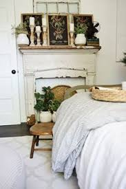 Classic And Vintage Farmhouse Bedroom Ideas 21