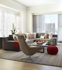 salon avec canapé gris bougies chauffe plat dans des bougeoirs en verre décoration salon