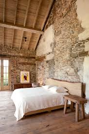 Stone Or Brick Walls For A Rustic Decor